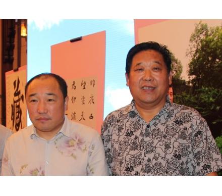與著名畫家盧禹舜先生合影