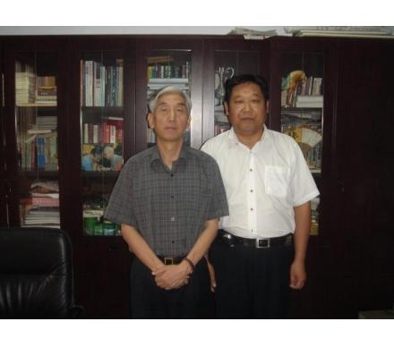 與原中國書法家協會主席張海先生合影