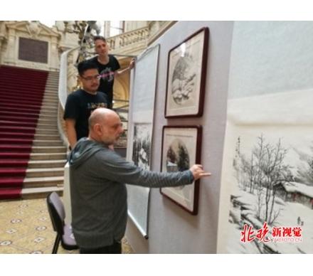 吳大愷山水畫在巴黎十區政府大廳展覽