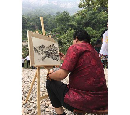 石榮祿尋覓山水繪畫靈感
