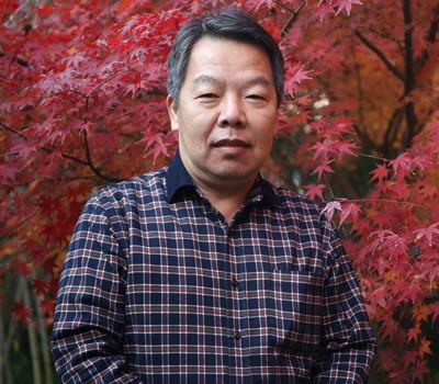 字润波,号东门客,是隶书名家刘炳森亲传弟子,1963年生于北京,现为中国