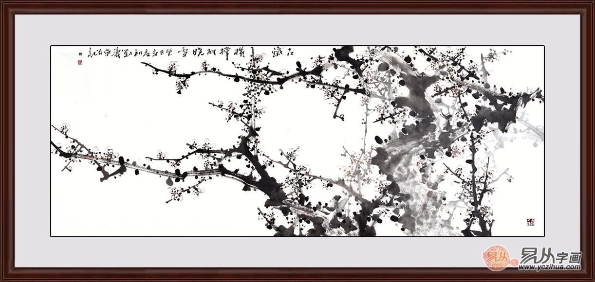 梅树自下而出,老干新枝,苍古老拙,昂扬向上,通贯画幅正中,顶天立地